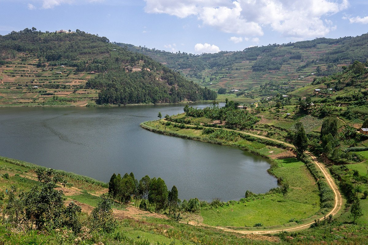 4 Day Luxury Gorilla Trekking and Lake Bunyonyi Tour